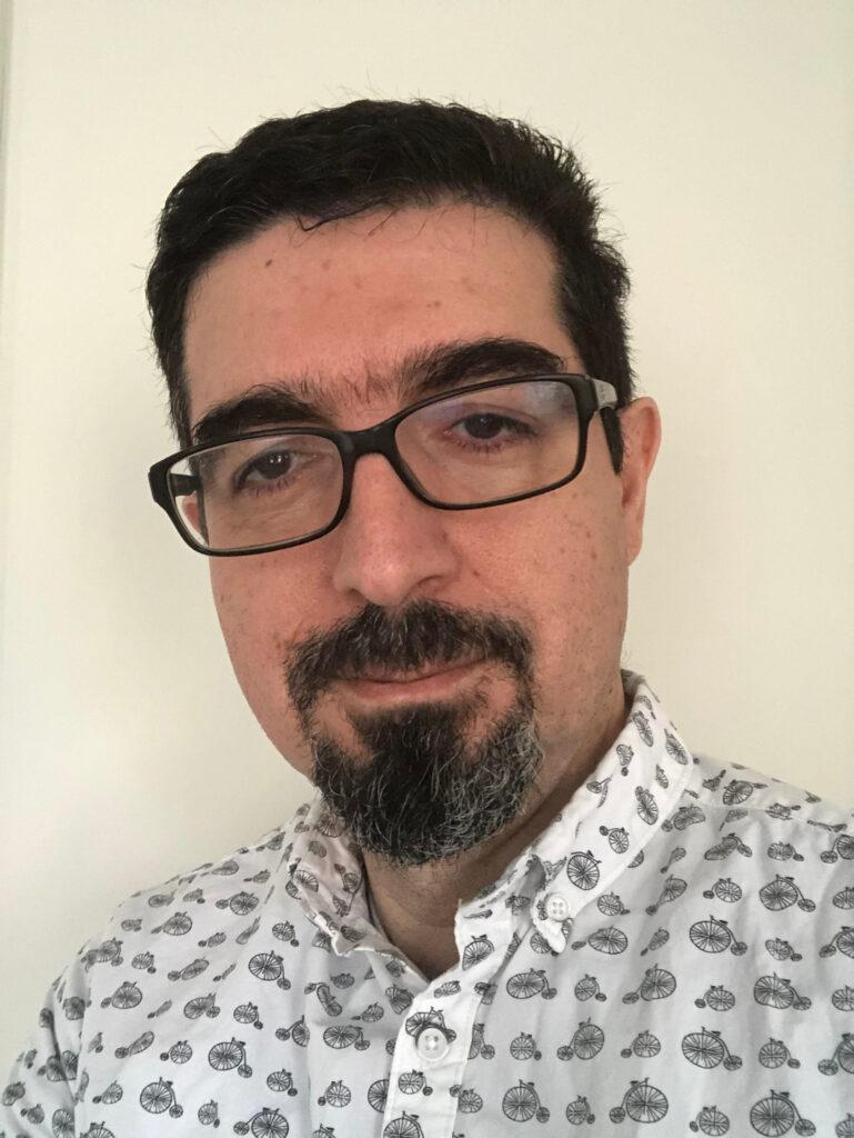 Portrait of Associate Professor Mehdi Tajvidi.